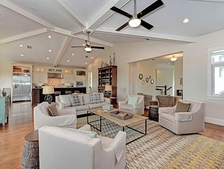 Luxury waterfront home w/ heated private pool & dock only three blocks to beach