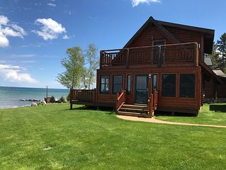 Straits of Mackinaw log Cabin. Spectacular views of Mackinac Island! Kayaks incl