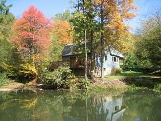 Discounted Rates/The Bears Den/Quiet & Secluded/Hot Tub Over Looking the  Pond