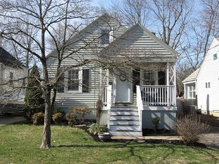Comfortable 3br, 2bth--with front and back porches--in the heart of St. Matthews