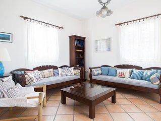 Panoramic Aegean Sea & Mountain Views! Light & Airy Villa in Historical Town