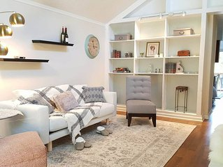 Quaint, Naturally Lit 2 Bedroom Cottage Retreat