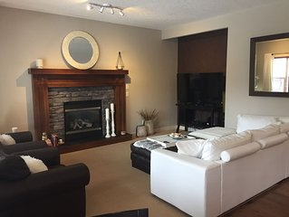 Great Family Get-Away Home NW Calgary, 50min to Mountains & 20min to City Center