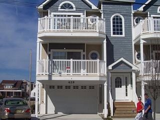 Beautiful Beach Block Condo Steps from the Beach and Boardwalk