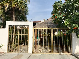 Cozy Modern 3 bedroom House 1 block from the beach