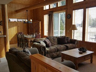 Beautiful Eagle Crest Chalet with Rustic Charm - Sleeps 6-8