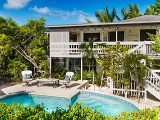 Second Floor Private Entrance Suite(1b/1b)-sleep5,with pool,150 steps to beach