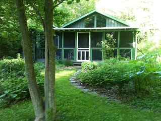 Rose Cottage a Botanical Garden Retreat in the city but surrounded by nature