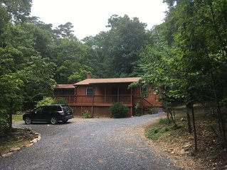 ~ Private Retreat nestled in Shenadoah Mountains, near River & Caverns! ~