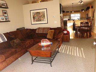 Family friendly chalet close to Ski hills and hiking, pool and hot tub!