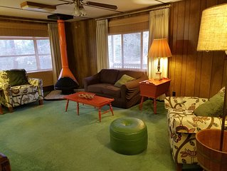 Entire Home - Retro-style near I-20: City Access, Country Feel