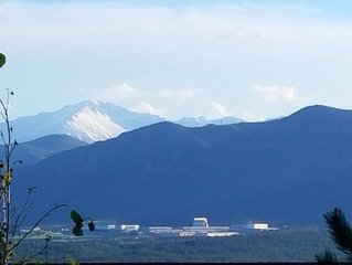 Solar Powered Home Minutes From Academy. Views of AFA & Pikes Peak!
