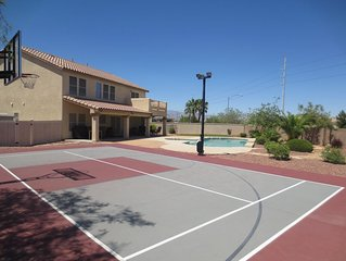 Sleep Tight Vacation Home * Sleep 8 * Private Swimming Pool & Basketball Court