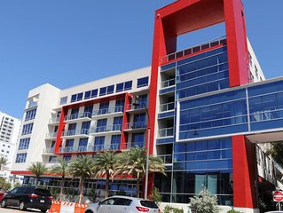 Beautiful 1bdr condo in Hollywood FL Steps from the Ocean and the Broadwalk