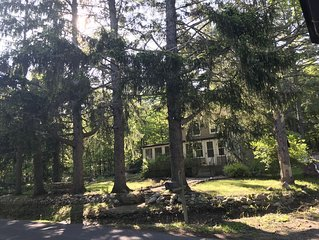 Quaint country home minutes from Mohonk Preserve wineries and watchtower farms