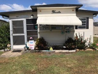 Cozy Mobile Home With Florida Room In 55 Plus Community