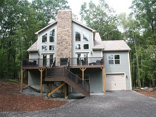 5 Bedroom plus loft 3.5 Bath Walk to the lodge pool and ski-slopes SLEEPS 14