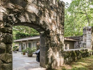 Mid  Century Modern ZEN  House  with Pool. 50 min from New York City