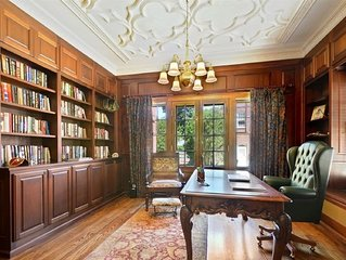 Beautiful English Mansion, 1/4 mile from Lake and close to Arts & Entertainment