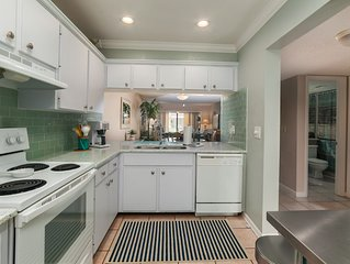 May Special! Nicely updated garden view condo on Gulf Side of Siesta Key