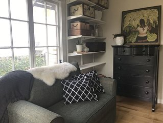 Quiet garden suite within walking distance to everything you need in Downtown