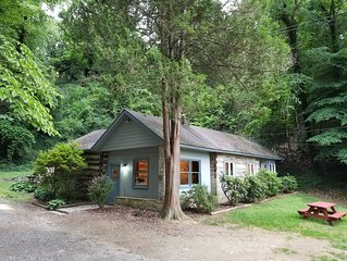 Bryson City Caboose & Cottage - Stay in Town and in a real Caboose