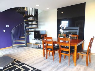 Modern and Spacious Home - Enjoy the views!