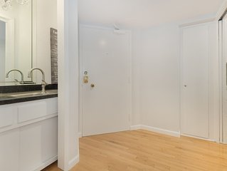 Central Beverly Hills Location, Free WiFi, Near Restaurants and LA Shopping.