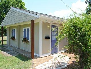 Bluebird Cottage- Charming cottage in beautiful north Franklin location