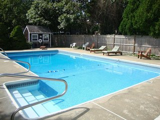 Pool & 300 yards to  the beach , 4 Bedroom/ 1.5 bath Cape sleeps 8-9