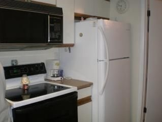 1 bedroom condo 1 1/2 blks Moreys pier and beach Clean with pool.