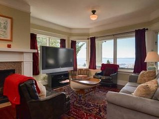 Stunning View Apartment in 5 Star Queen Anne Home