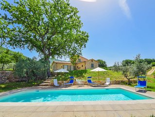 House with private pool & fenced garden 3km from Montecchio. Very quiet area
