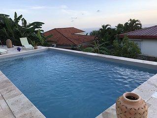 Maison avec jardin piscine et magnifique vue sur mer