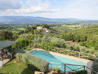 Unspoilt farmstay with private pool, amazing panorama over the valley and wine