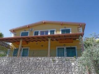 Villa Monasteri, Siracusa,  Sicilia, 8  posti letto.  Parcheggio privato
