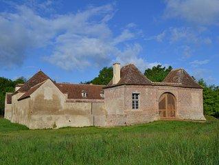 Un petit chateau charmant et confortable, entoure d' etangs. Nature, calme...