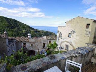 Caratteristica casa affacciata sullo straordinario mar Tirreno
