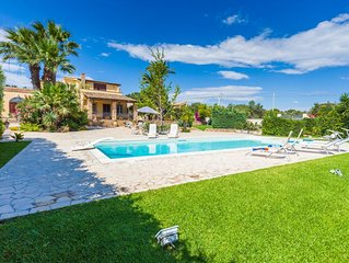 Exclusive abode, 500 meters by the sea, pool
