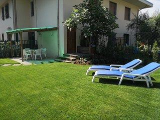 Torbole, Casa Letizia, appartamento con giardino privato a 700 m dal Lago