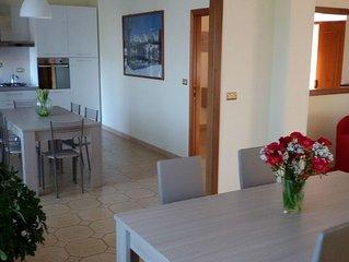 Ampio appartamento in villa con spazi esterni e posti auto