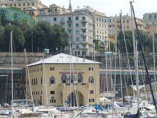 Vista mare con equilibrio armonico in elegante casa in centro città.