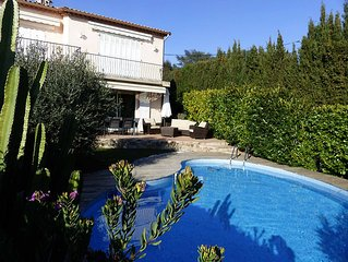 Tres agreable bas de villa avec piscine privative, calme, plein sud