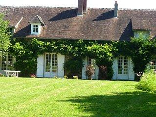 Maison de charme mitoyenne avec jardin arbore independant , piscine chauffee  ou