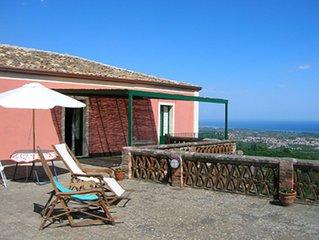 Casa padronale panoramica su Taormina e Etna