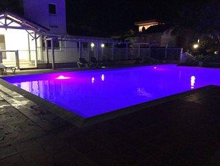 Loue beau T2 dans résidence calme avec belle piscine proche plages du sud .