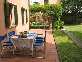 Tre minuti dalla stazione S. Lucia con incantevole giardino, adatto a famiglie