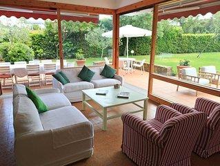 Villa con splendido giardino e viste sul verde, vicino spiaggia di Punta Ala