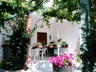 Casa con giardino 'house with garden'