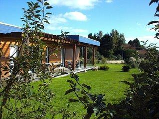 BARFLEUR ( 800 m )  ,maison bois recente dans village tranquille